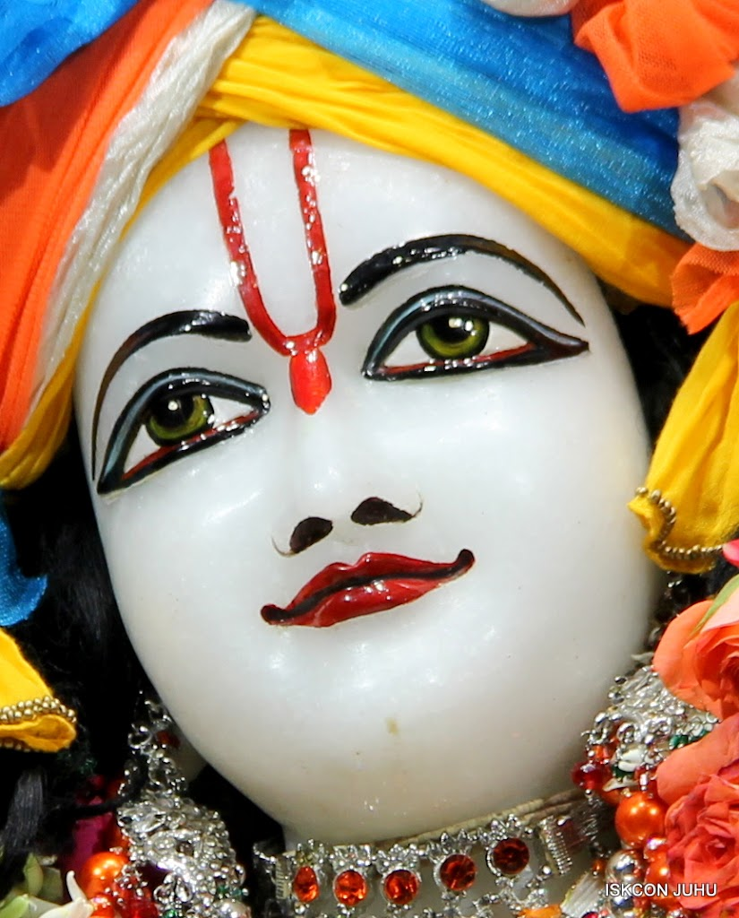 ISKCON Juhu Sringar Deity Darshan on 11th Aug 2016 (40)