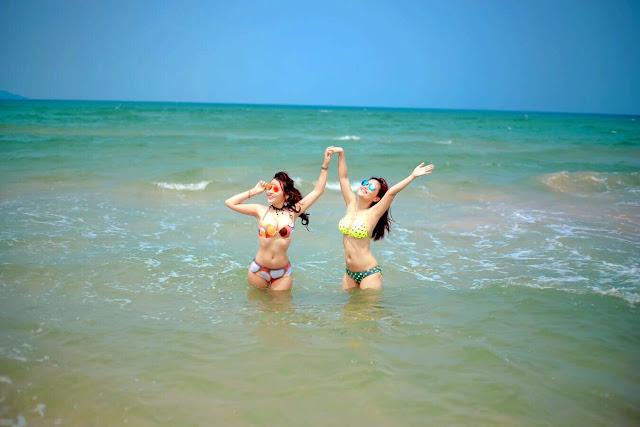 Jennifer Trinh biển và em đường cong gợi cảm