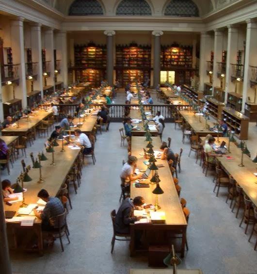 草根味十足的圖書館最適合午睡…不,是溫習!