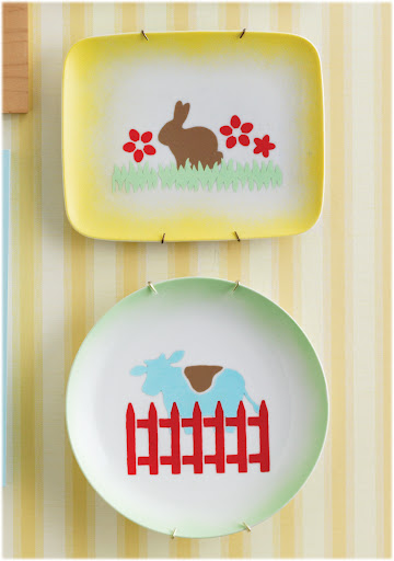 The ombre edges on these plates were created by painting around the rim with our Spray Kit...which is part of the giveaway!