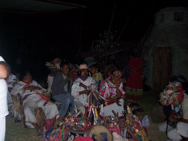 Ceremonia de Xicuri Neira con los hermanos Wixarikas (huicholes) - 29333_112388675462839_100000751222696_76152_7594630_n%255B1%255D.jpg