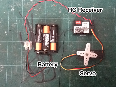 Battery and servo connected to Acoms 27MHz AM Receiver