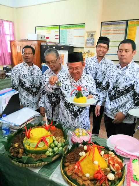Nasi Tumpeng Peringatan Hari Guru Nasional Tahun 2016