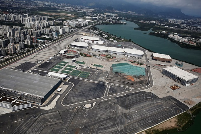 maracana-olympic-facilities-fall-apart-urban-decay-rio-2016-15