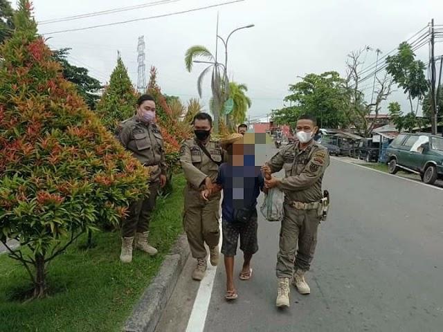 Patroli Satpol PP Kapuas di Simpang Camuh Amankan 1 Gepeng