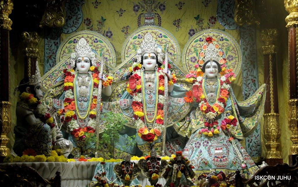 ISKCON Juhu Sringar Deity Darshan on 3rd Aug 2016 (25)