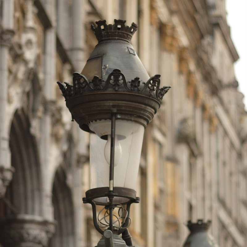 Brussels_141 Grand Place Lamps.jpg