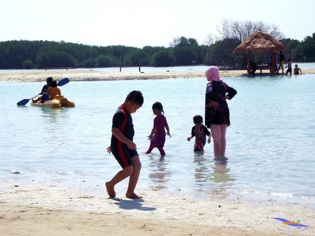 family trip pulau pari 090716 Fuji 056