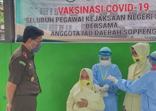 Minimalisir Paparan Virus Corona,  Jajaran Kejaksaan Watansoppeng Jalani Penyuntikan Vaksin