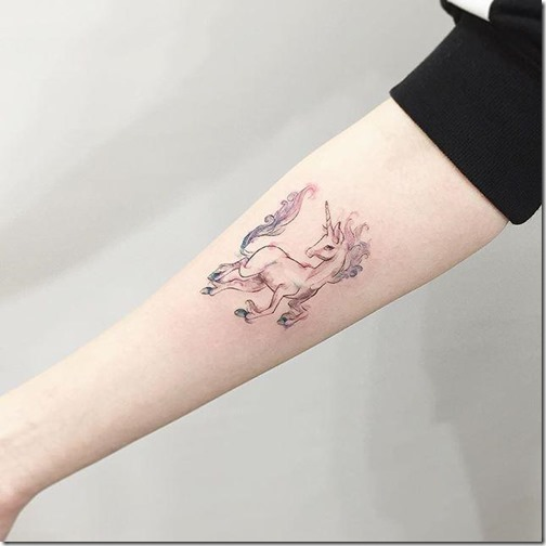 los_rasgos_finos_y_los_tonos_aquarelados_dejan_el_tatuaje_an_ms_delicado_y_femenino