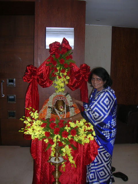 Ms. Niru Shah, one of the longest serving committee members of the Hindusthan Club garlanding the deity at the traditional Ganesh Puja.