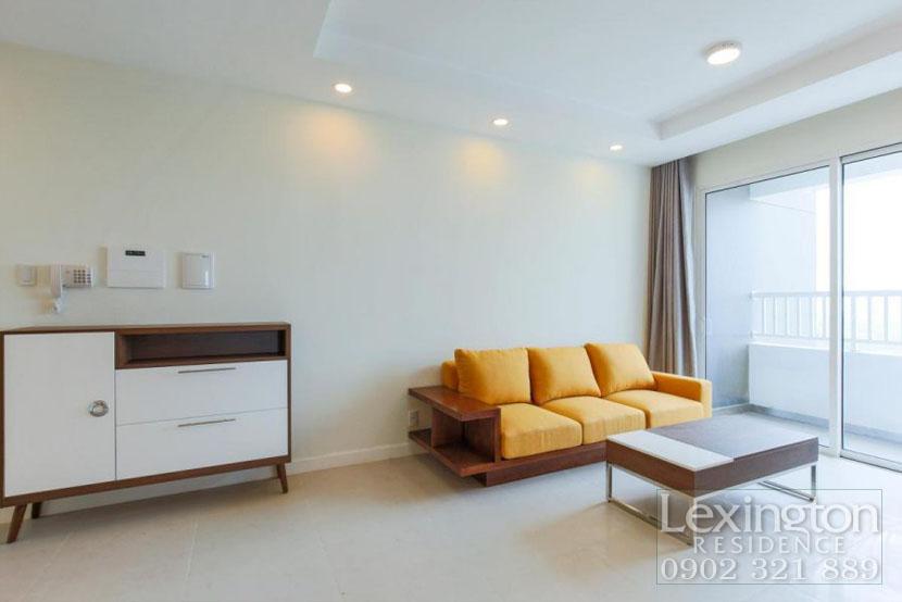 phòng khách rộng với bộ sofa da cam sang trọng tại Lexington 3PN