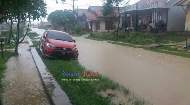 Jalan di dusun sindanglaut desa muara kebanjiran