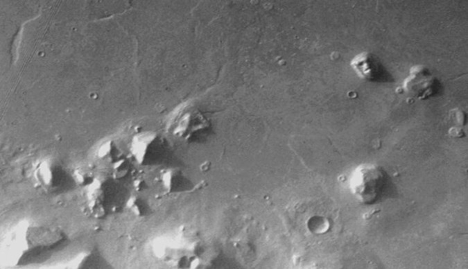 marte cydonia-pyramid-valley-mars