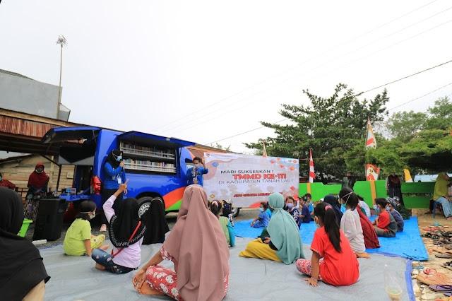 Perpustakaan Keliling Hadir di TMMD Desa Tanjung Bajuin