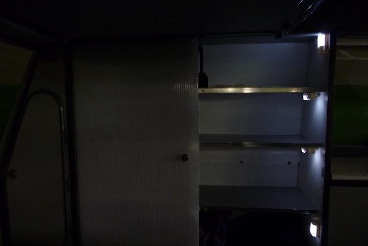 Luces interiores de armario por accionamiento magn tico - Luces para armarios ...