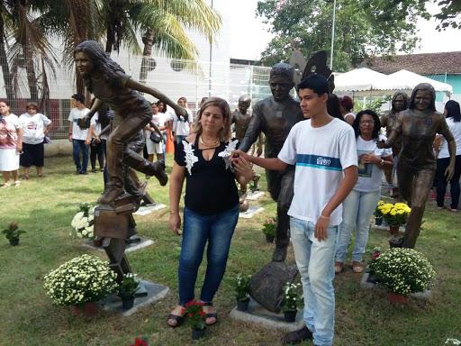 Homenagem as vitimas da Escola Tasso da Silveira