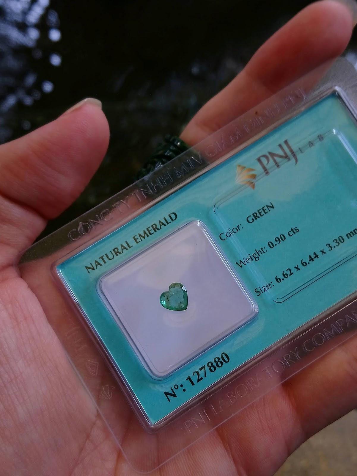 0.9ct (6.6 x 6.4 x 3.3mm) Natural Emerald mài giác trái tim đã kiểm định PNJ