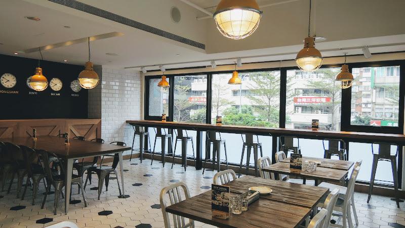 Check Café 雀客咖啡二樓主要座位區.JPG