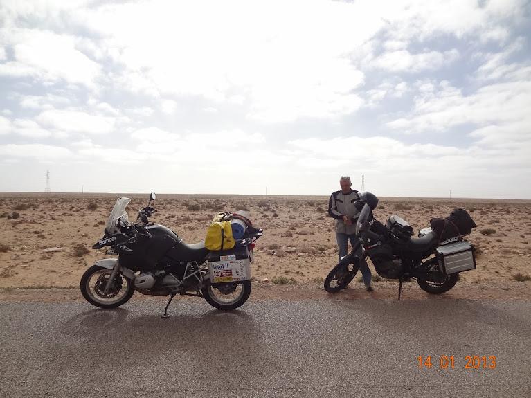 Marrocos e Mauritãnia a Queimar Pneu e Gasolina - Página 5 DSC05807