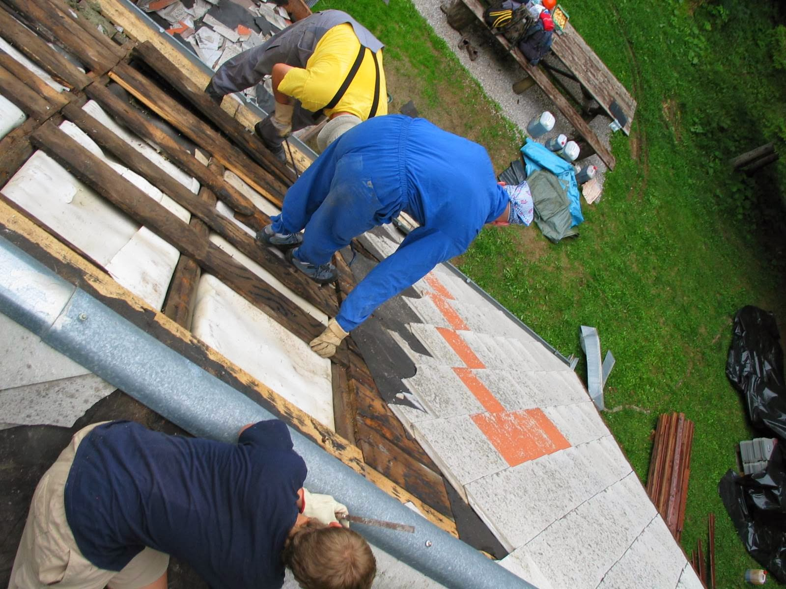 Delovna akcija - Streha, Črni dol 2006 - streha%2B050.jpg