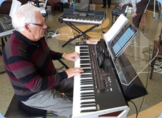 Rod Moffat playing his Korg Pa4X (76 note version)