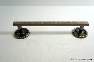 裝潢五金品名:321-古典取手-1規格:128M/M規格:160M/M顏色:青古銅色型式:可加墊片變成正面鎖螺絲玖品五金