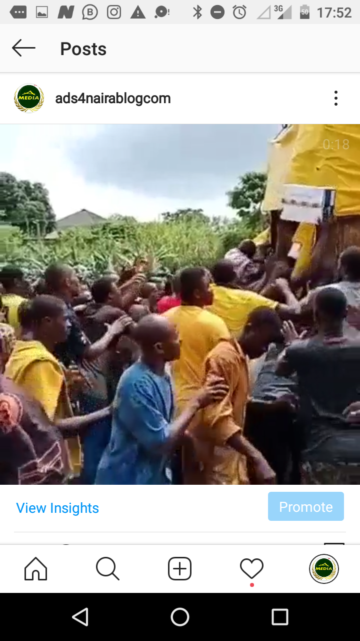 IN AWKA: Angry Mob Hijacked Covid19 Palliatives As 2 Trucks Escape (VIDEO)