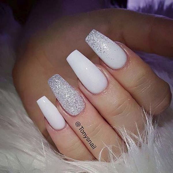 A Simple Choice Of Colors Yet The Nails Look As Chic Ever Blend Silver And White Color Looks Glamorous Other Paint Solid