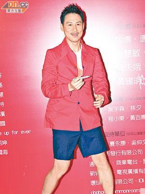 學友用「哥哥Style」演出,無論衣著與唱腔都似到足。