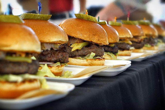 Burger Brawl 2012 - no.vi_chophouse_burger.jpg