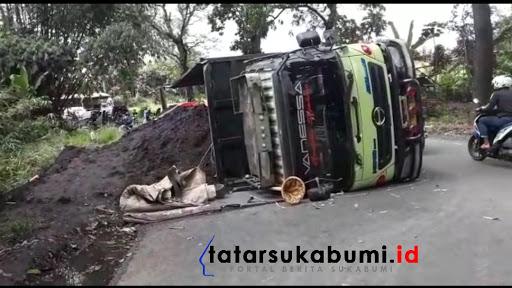Truk timpa motor di Jalan Sukabumi - Bogor // Foto : Isep Panji