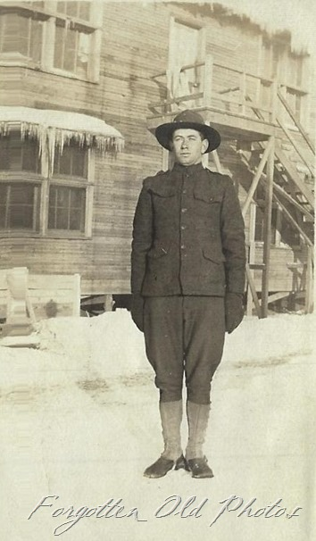 Soldier in winter Peq Lakes ant