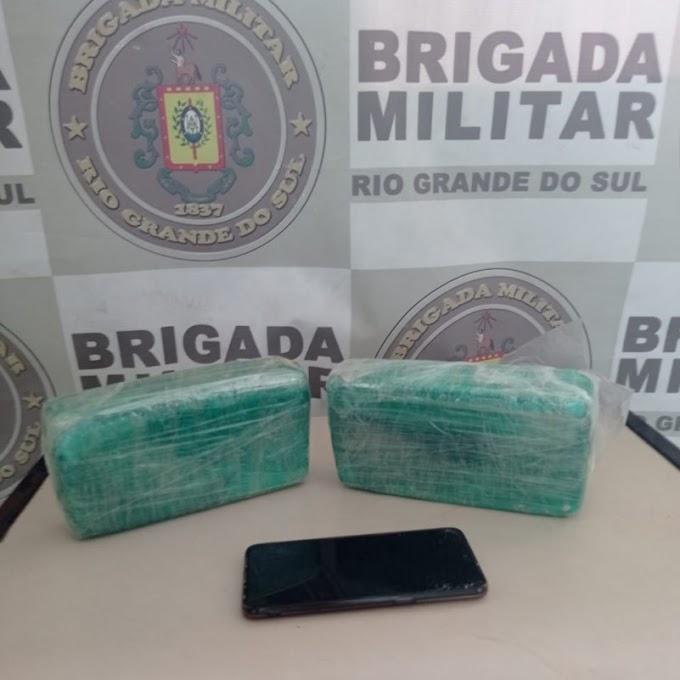 Mulher é presa por tráfico de drogas no bairro Fátima em Cachoeirinha