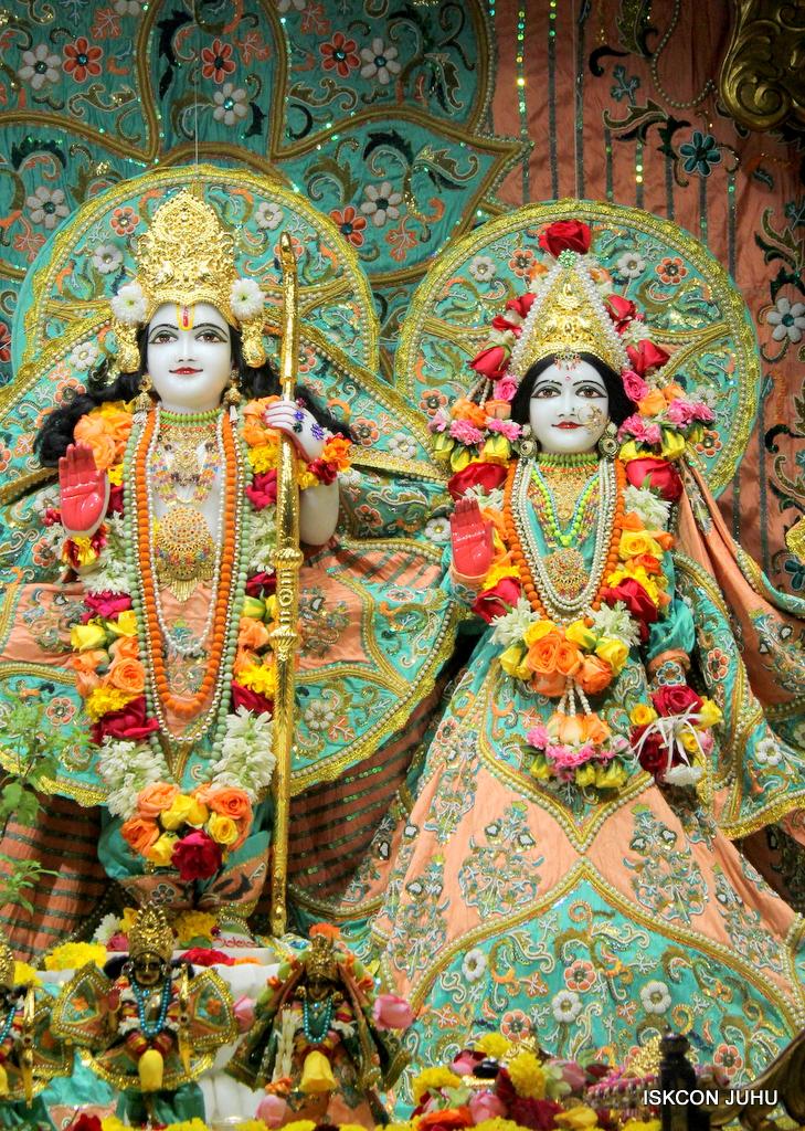 ISKCON Juhu Sringar Deity Darshan on 21st Oct 2016 (31)