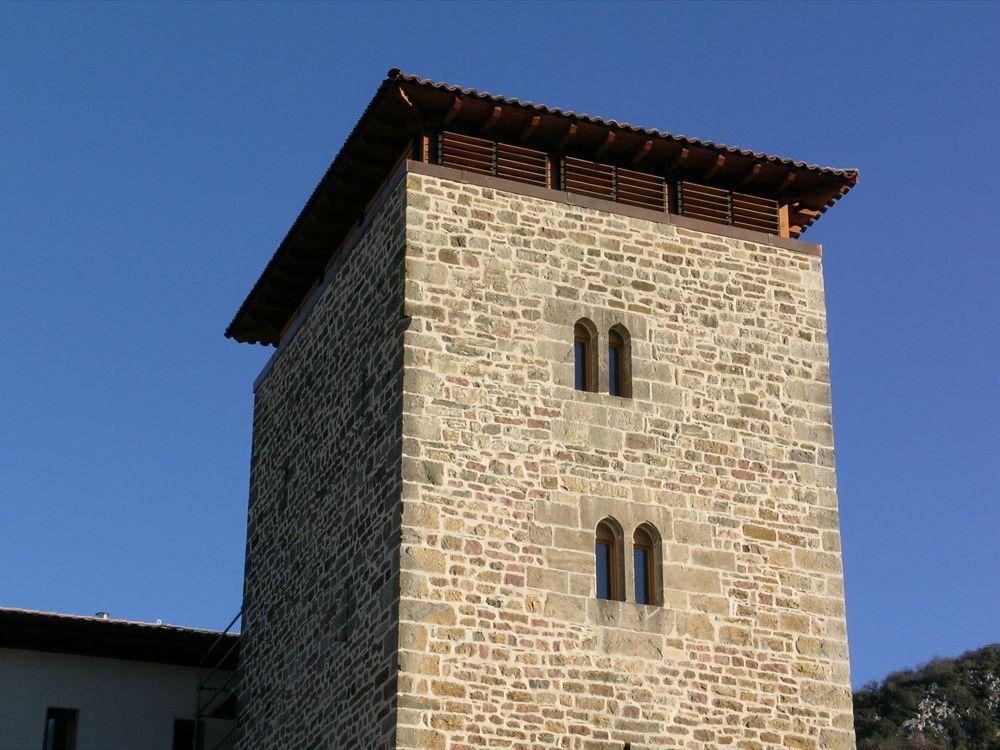 Reconstruccion Torre de Uriz - DSCN9523.jpg