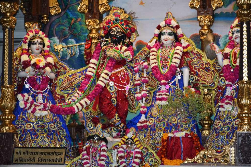 ISKCON Ujjain Deity Darshan 22 Dec 2015 (12)