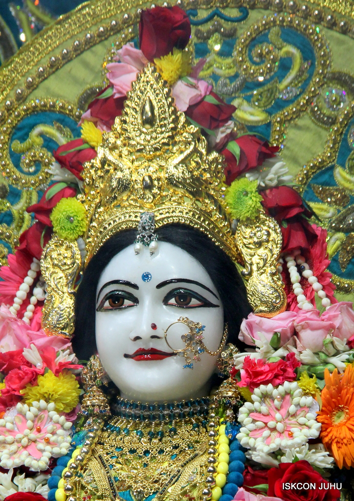 ISKCON Juhu Sringar Deity Darshan on 25th Oct 2016 (26)