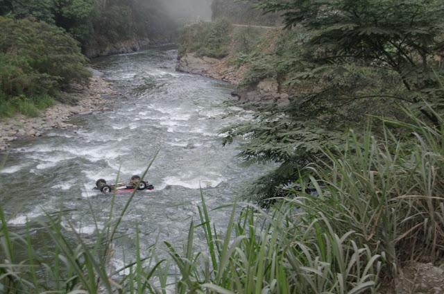 """La """"route de la mort"""" entre Coroico et La Paz (Yungas, Bolivie), 5 novembre 2012. Photo : C. Basset"""