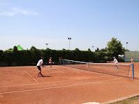 19 Folyik a mérkőzés a teniszpályán.JPG