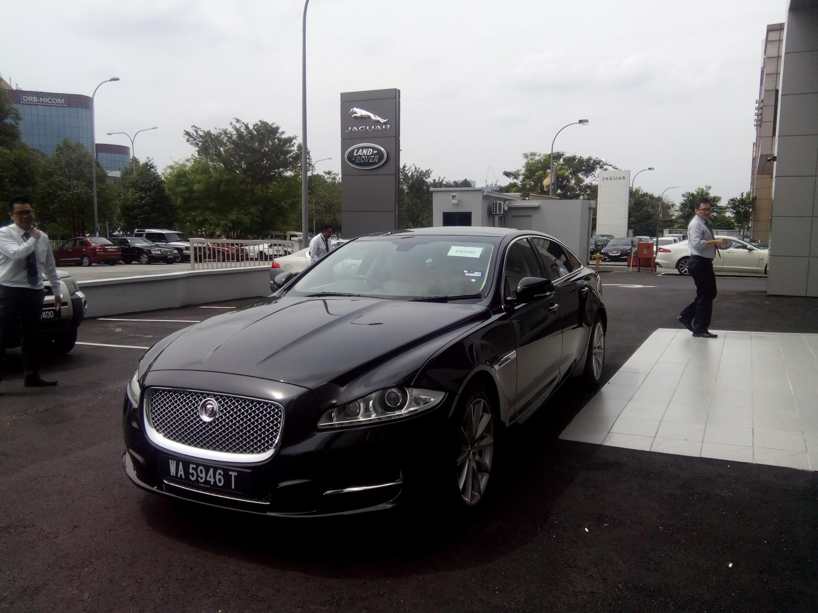 Motoring malaysia sisma auto officially opens its new for Who owns jaguar motor company