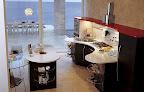 cucina modello SKYLINE di Snaidero, particolare del piano sagomato in quarzite con lavello e piano cottura inox