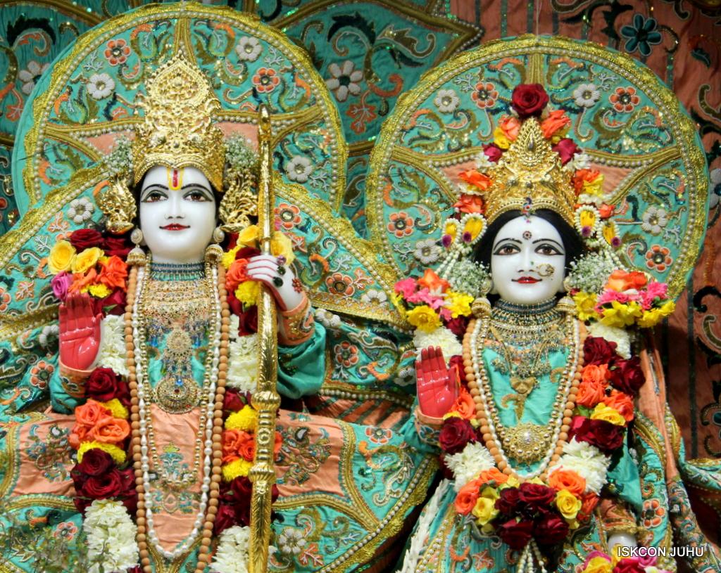 ISKCON Juhu Sringar Deity Darshan on 19th Jan 2017 (29)
