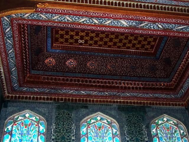 Teito dunha sala dos Pabellóns Xemelgos