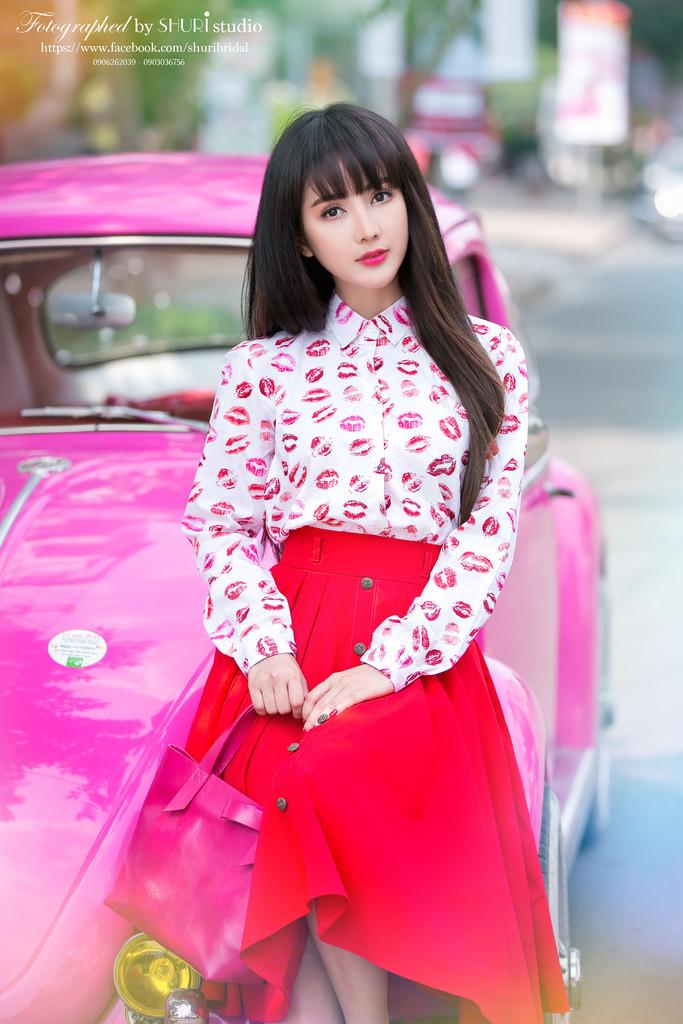 Em thích mặc váy, nhất là váy đỏ