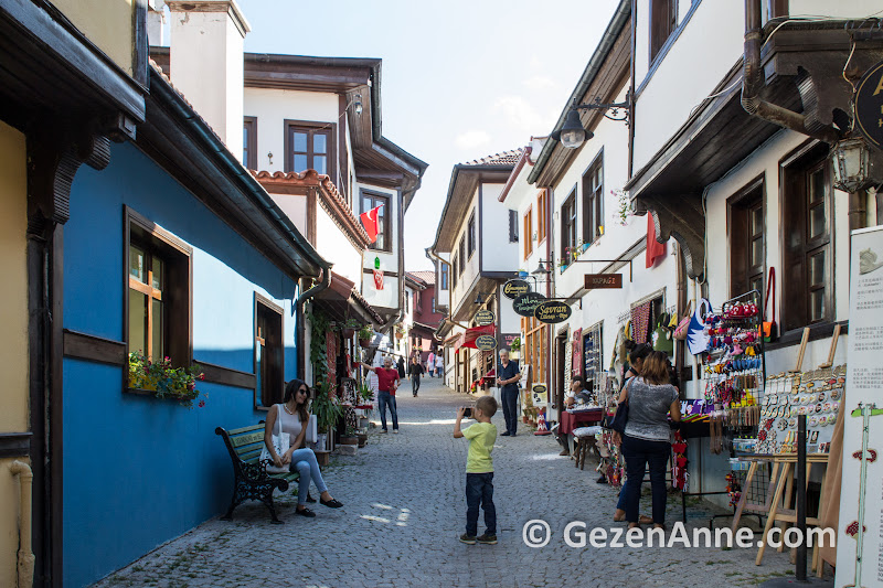 güzel Odunpazarı evleri ve sokakları hediyelik eşya ve cafelerle dolu, Eskişehir