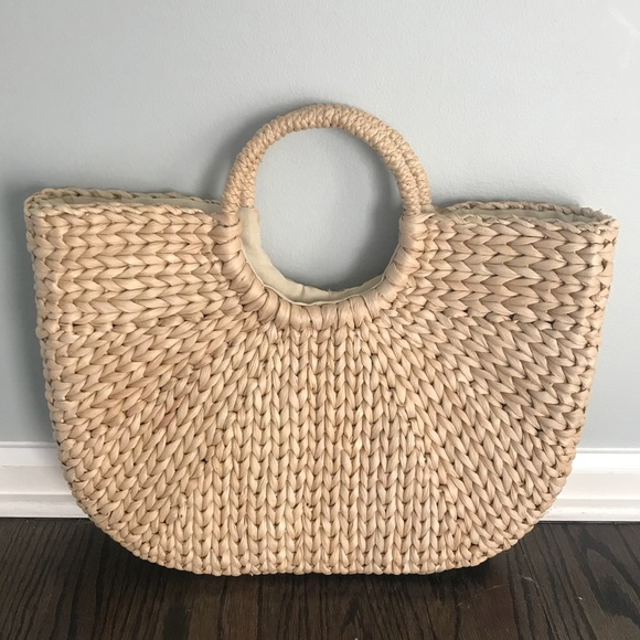 THE AMAZING STRAW BAGS FOR WOMEN IN THIS SESSION OF SUMMER 11