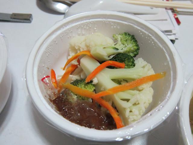 胡麻醬淋雙花(紅蘿蔔、青白花椰菜)