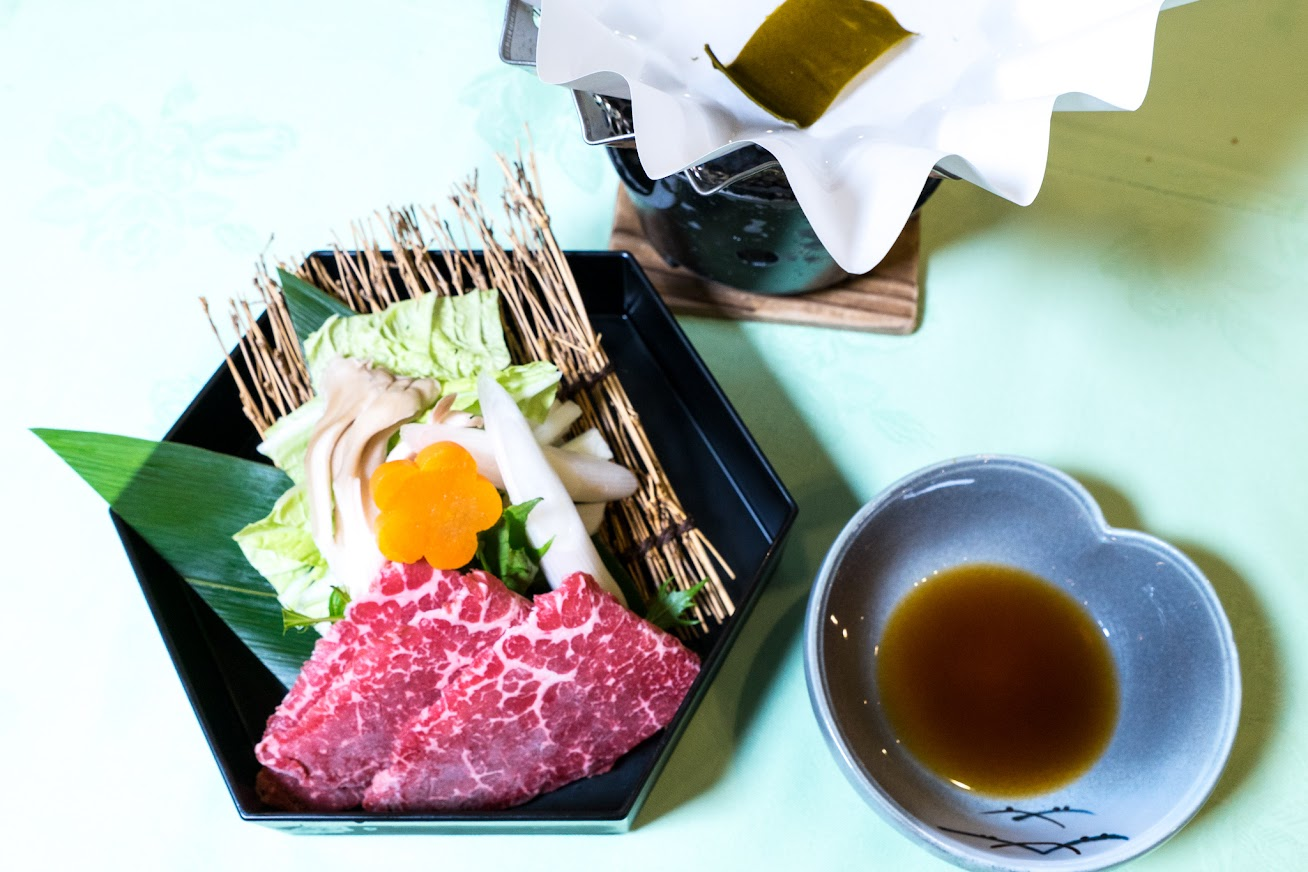 台物:牛亀の子シャブシャブ、白菜、ネギ、春菊、人参