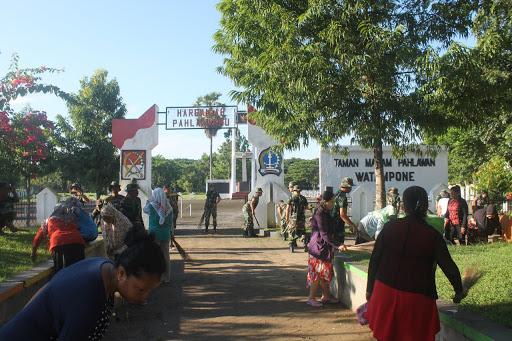 Dandim 1407/Bone Bersama Lurah di Kecamatan Tanete Riattang Menyatu Bersama Warga Gelar Karya Bakti